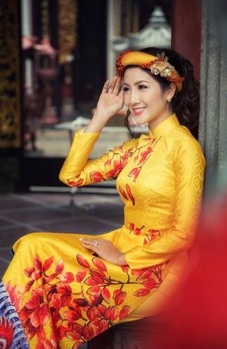 Nu game thu Viet xinh lung linh trong ao dai Tet-Hinh-4