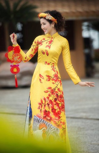 Nu game thu Viet xinh lung linh trong ao dai Tet-Hinh-5