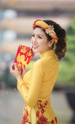 Nu game thu Viet xinh lung linh trong ao dai Tet-Hinh-6