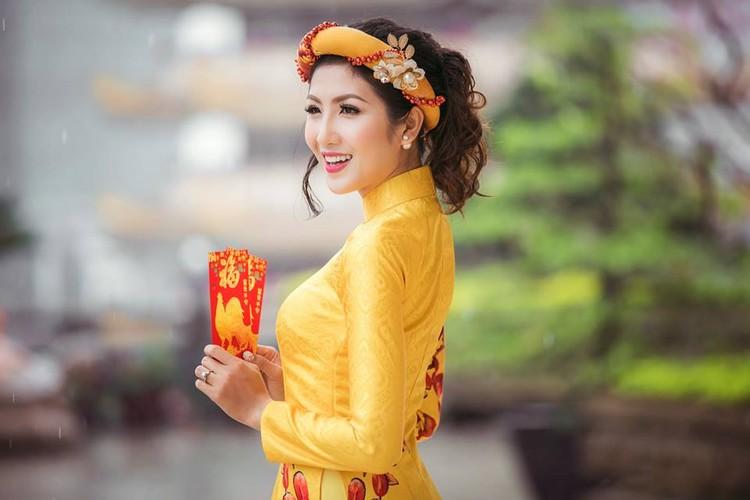 Nu game thu Viet xinh lung linh trong ao dai Tet-Hinh-7