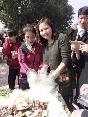 Hoc sinh Bac Giang an tat nien bang mam bun cha khong lo-Hinh-5