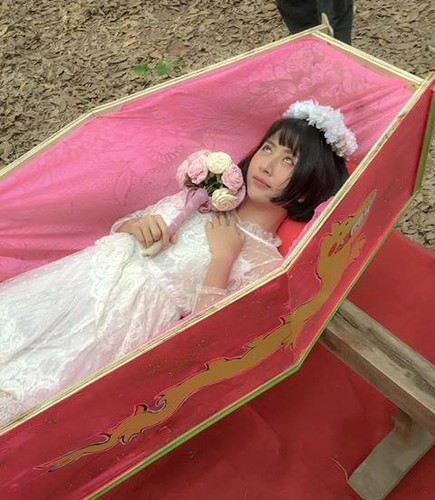 "Hot girl Quynh Anh Shyn gay soc khi tao dang trong ""ao quan""-Hinh-2"