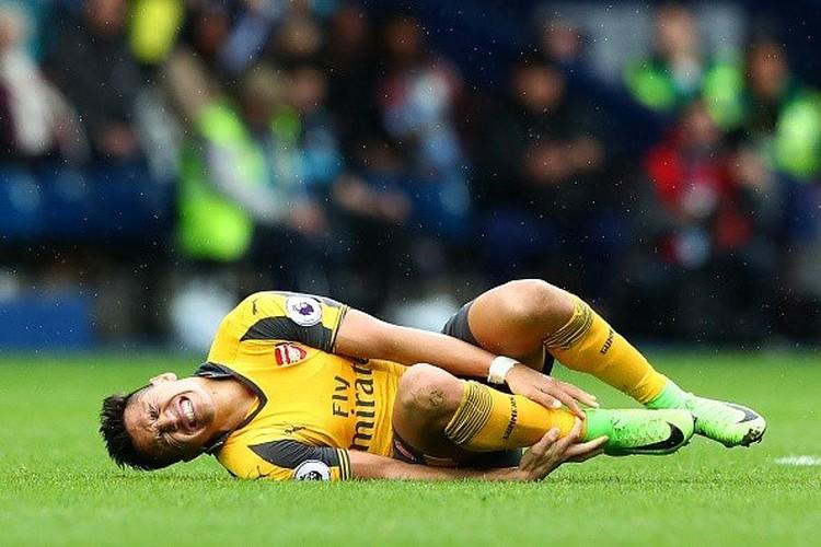 Chuyen nhuong mua he: Arsenal nguy co mat nguyen doi hinh-Hinh-2