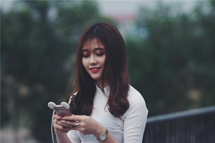 Hot girl DH Xay dung lai gay bao voi buc anh la-Hinh-4