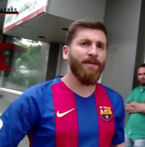 """Ban sao cua Lionel Messi"" bi bat vi ly do khong tuong-Hinh-2"