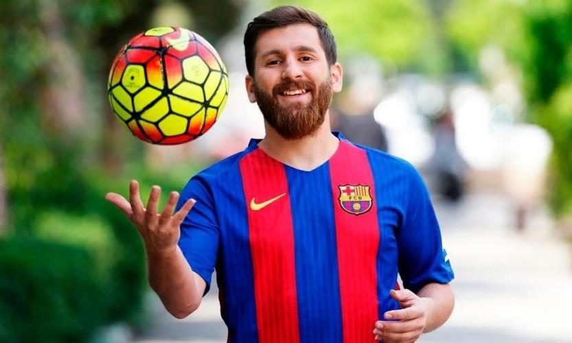 """Ban sao cua Lionel Messi"" bi bat vi ly do khong tuong-Hinh-9"