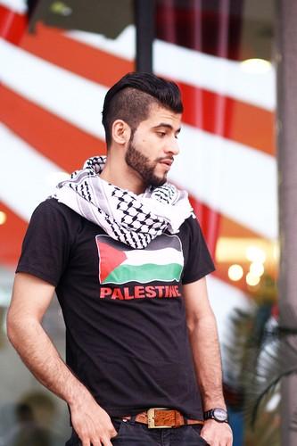 """Chang trai Palestine khien dan mang """"ban loan"""" la ai?-Hinh-3"""