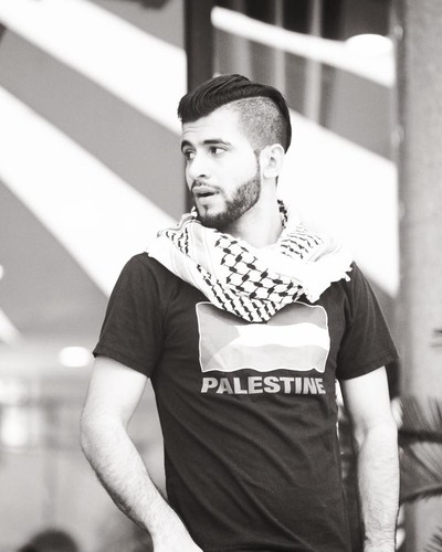 """Chang trai Palestine khien dan mang """"ban loan"""" la ai?"""