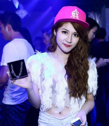 "Cac hot girl Van Navy, Lily Luta...dua nhau thua nhan ""dao keo""-Hinh-4"