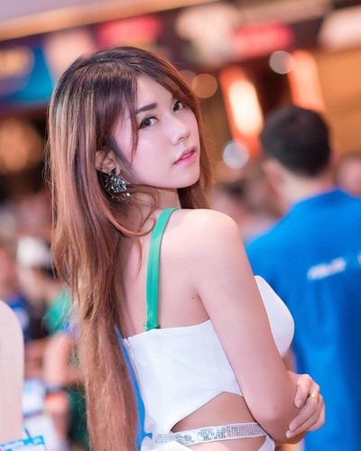 "Hot girl ban do an vat ""len doi"" sau khi noi tieng-Hinh-2"