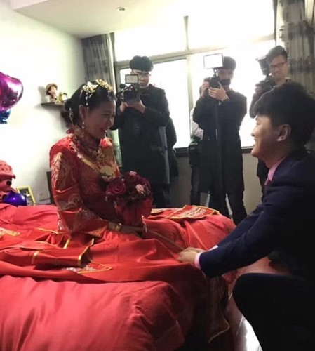 Bo tang ca trung tam thuong mai lam hoi mon cho con gai