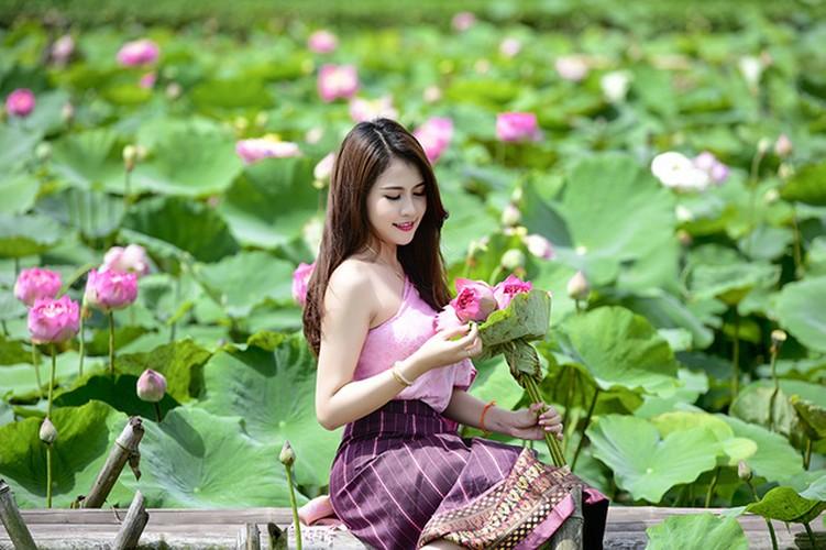 Nu sinh Lao dep diu dang trong bo anh sen Viet-Hinh-10