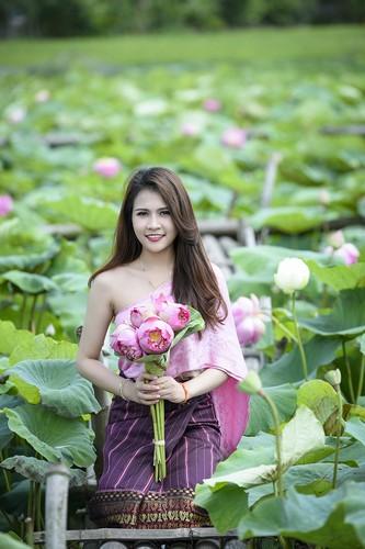 Nu sinh Lao dep diu dang trong bo anh sen Viet-Hinh-2