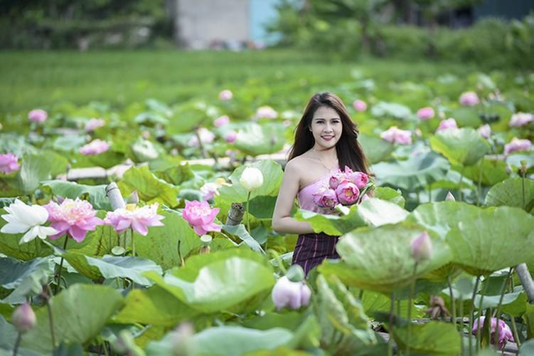 Nu sinh Lao dep diu dang trong bo anh sen Viet-Hinh-3