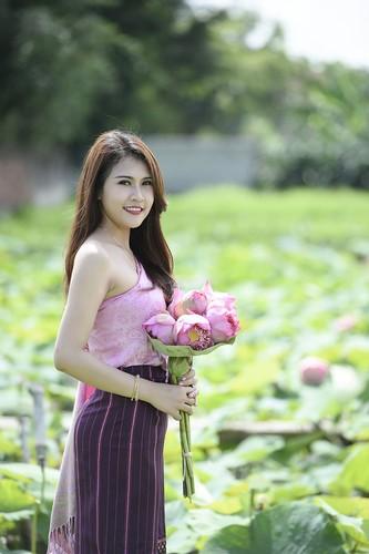 Nu sinh Lao dep diu dang trong bo anh sen Viet-Hinh-4