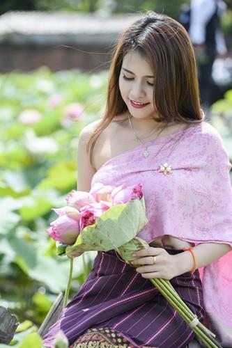 Nu sinh Lao dep diu dang trong bo anh sen Viet-Hinh-6
