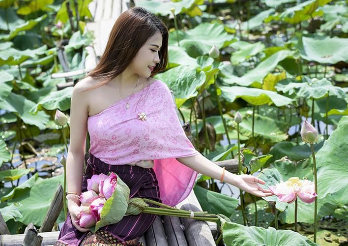 Nu sinh Lao dep diu dang trong bo anh sen Viet-Hinh-7