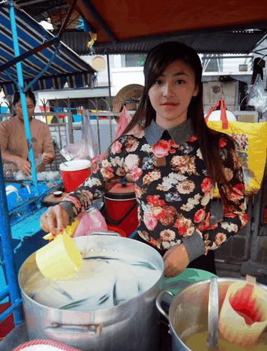 Hot girl banh trang tron bat ngo xuat hien tren bao Han-Hinh-4