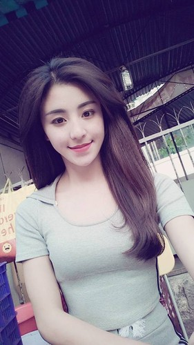 Hot girl banh trang tron bat ngo xuat hien tren bao Han-Hinh-8