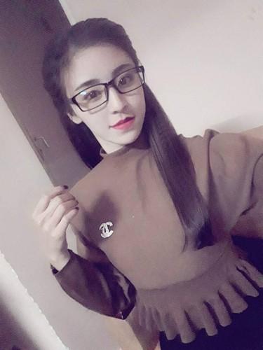 Hot girl banh trang tron bat ngo xuat hien tren bao Han-Hinh-9