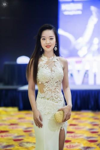 Ve dep hut hon cua nu sinh DH Phong chay chua chay-Hinh-10