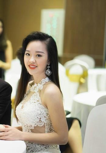 Ve dep hut hon cua nu sinh DH Phong chay chua chay-Hinh-9
