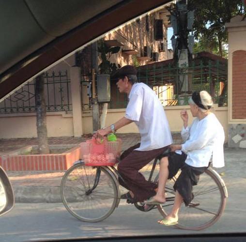 "Gioi tre ghen ty voi khoanh khac hanh phuc cua ""ong ba anh""-Hinh-3"
