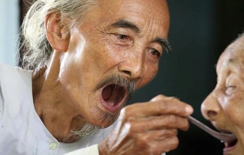 "Gioi tre ghen ty voi khoanh khac hanh phuc cua ""ong ba anh""-Hinh-7"