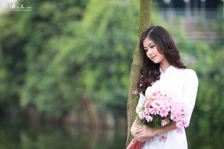 Hot girl chan khoeo Hai Duong khoe anh ao dai trang tinh khoi-Hinh-10