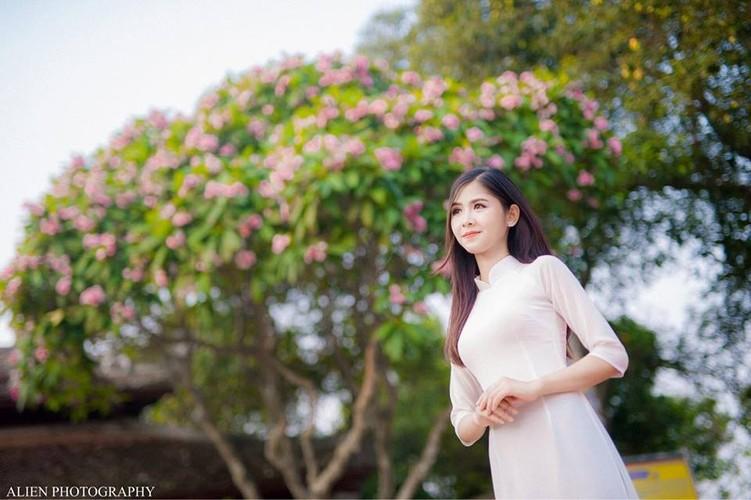 Hot girl chan khoeo Hai Duong khoe anh ao dai trang tinh khoi-Hinh-6
