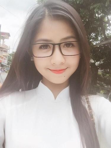 Hot girl chan khoeo Hai Duong khoe anh ao dai trang tinh khoi-Hinh-8