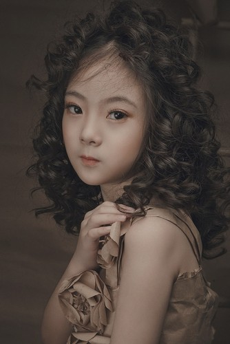 "Ngam co be 8 tuoi ""chuan hot girl"" khien dan mang xon xang-Hinh-3"