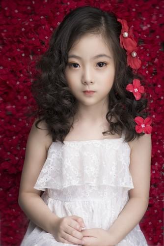 "Ngam co be 8 tuoi ""chuan hot girl"" khien dan mang xon xang-Hinh-5"