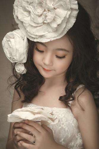 "Ngam co be 8 tuoi ""chuan hot girl"" khien dan mang xon xang-Hinh-7"