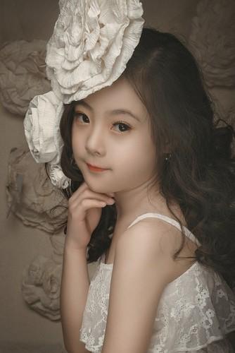 "Ngam co be 8 tuoi ""chuan hot girl"" khien dan mang xon xang-Hinh-9"