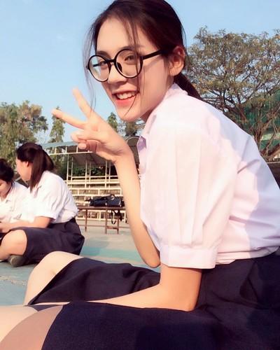 Chan dung hot girl Thai Lan mac dong phuc cung xinh ngay ngat-Hinh-2
