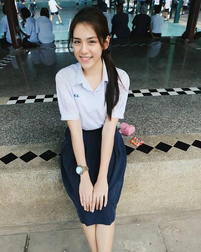 Chan dung hot girl Thai Lan mac dong phuc cung xinh ngay ngat-Hinh-3