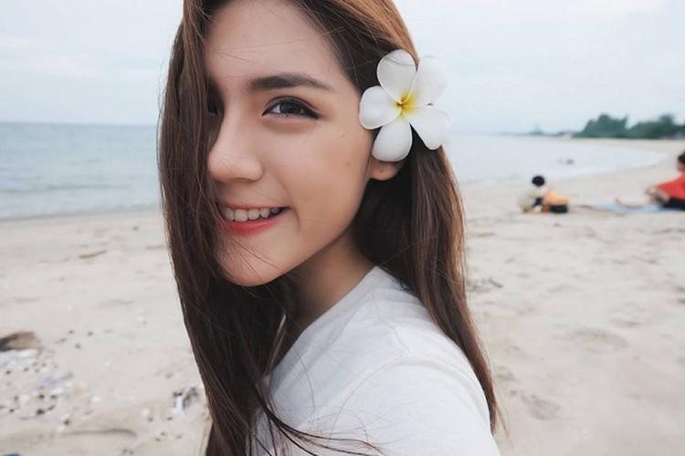 Chan dung hot girl Thai Lan mac dong phuc cung xinh ngay ngat-Hinh-5