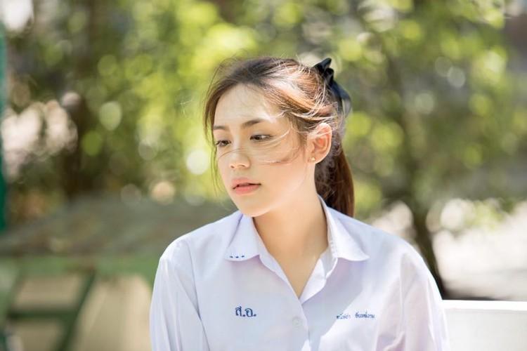 Chan dung hot girl Thai Lan mac dong phuc cung xinh ngay ngat-Hinh-7