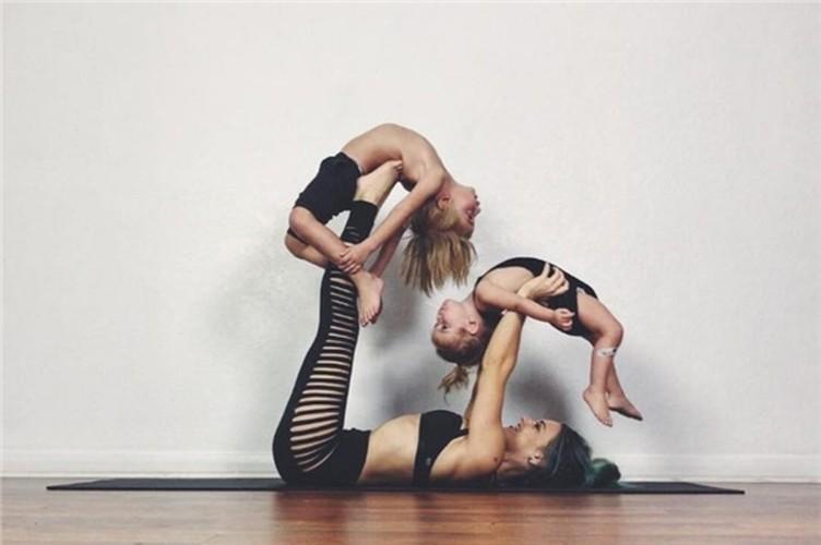 Ba me 8X tap Yoga gay bao mang la ai?