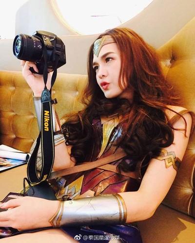 My nhan chuyen gioig noi tieng khi hoa than thanh Wonder Woman-Hinh-4