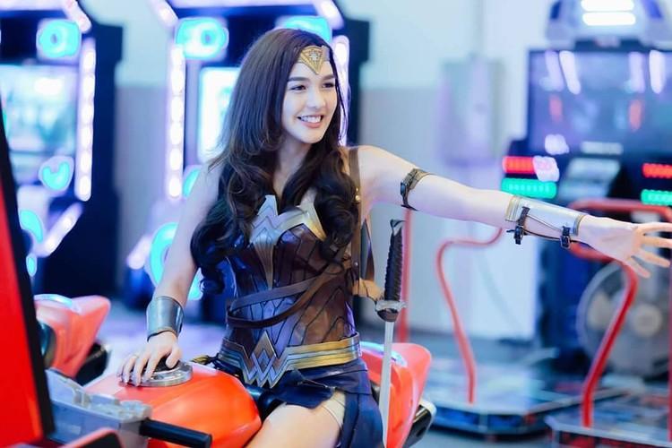 My nhan chuyen gioig noi tieng khi hoa than thanh Wonder Woman-Hinh-9