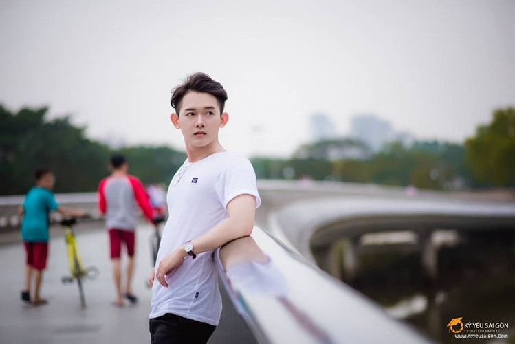 Chang trai Viet noi tieng nho chi mot buc anh-Hinh-10