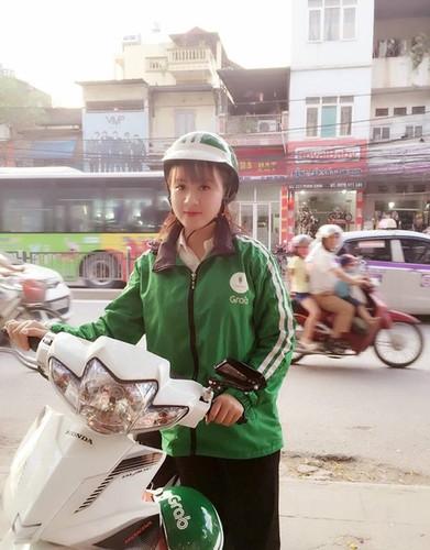 "Nu tai xe Grabbike duoc ""san lung"" vi qua xinh dep"