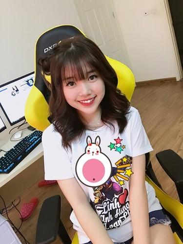 Guong mat moc cua co gai 9X noi tieng nho live stream-Hinh-2