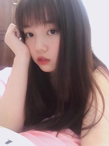 Guong mat moc cua co gai 9X noi tieng nho live stream-Hinh-4
