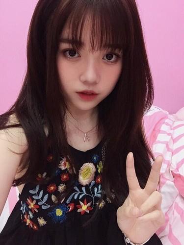 Guong mat moc cua co gai 9X noi tieng nho live stream-Hinh-7