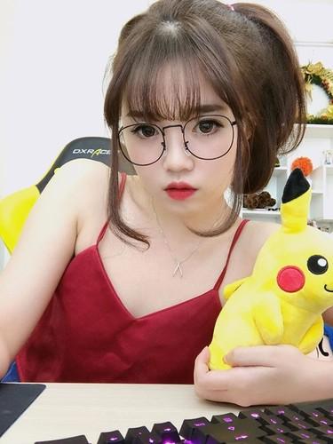Guong mat moc cua co gai 9X noi tieng nho live stream-Hinh-8