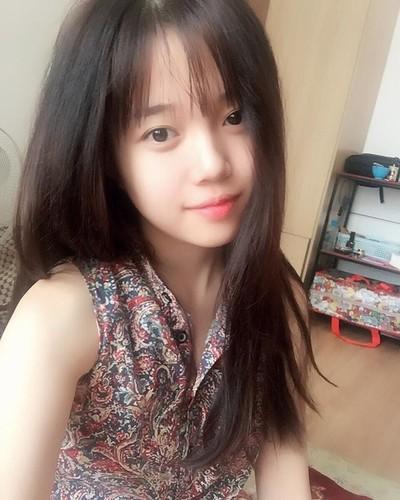 Guong mat moc cua co gai 9X noi tieng nho live stream