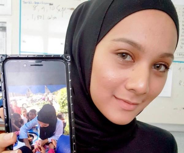 Nu sinh 9X Malaysia bat ngo noi tieng khi di ban kem-Hinh-2